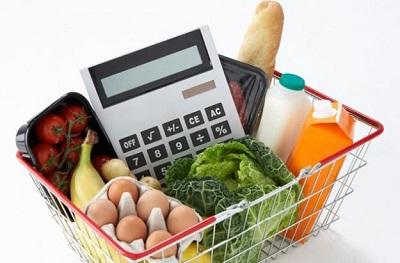 Россияне начали экономить на мясе, рыбе и одежде