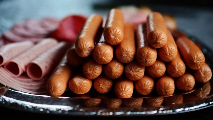 В России хотят ввести акциз на колбасу из-за ее вредности