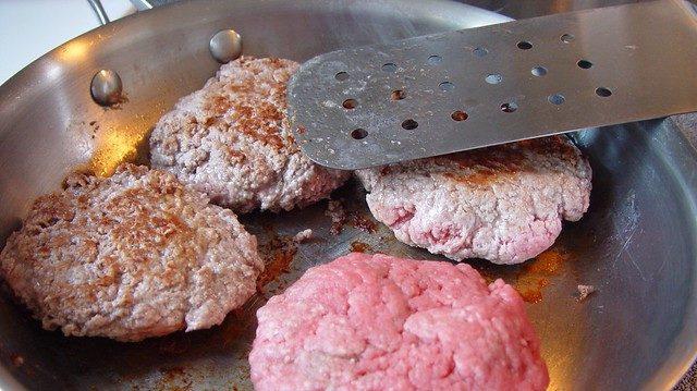 Примерно четверть мясной продукции на российском рынке – фальсификат